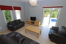 Image No.8-Propriété de 4 chambres à vendre à Deryneia