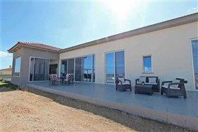 Image No.5-Villa / Détaché de 5 chambres à vendre à Avgorou