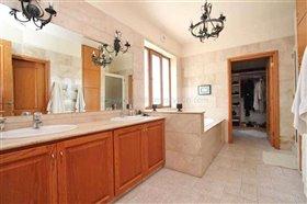 Image No.27-Villa / Détaché de 6 chambres à vendre à Protaras