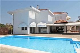 Image No.0-Villa / Détaché de 6 chambres à vendre à Ayia Napa