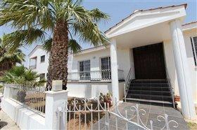 Image No.0-Villa / Détaché de 5 chambres à vendre à Deryneia