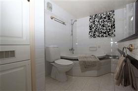 Image No.17-Villa / Détaché de 5 chambres à vendre à Deryneia