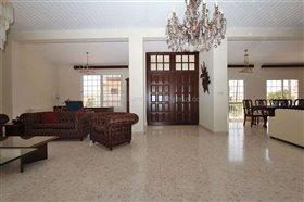 Image No.1-Villa / Détaché de 5 chambres à vendre à Deryneia