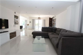 Image No.6-Villa / Détaché de 4 chambres à vendre à Famagusta
