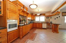 Image No.5-Villa / Détaché de 5 chambres à vendre à Kokkines