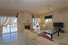 Image No.1-Villa / Détaché de 4 chambres à vendre à Kapparis