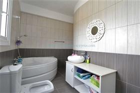 Image No.21-3 Bed Villa / Detached for sale