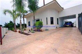Image No.0-Villa / Détaché de 4 chambres à vendre à Xylofagou