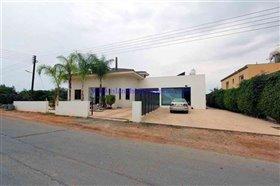 Image No.4-Villa / Détaché de 4 chambres à vendre à Xylofagou