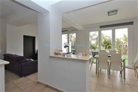 Image No.10-Villa / Détaché de 3 chambres à vendre à Kokkines