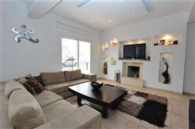 Image No.1-Villa / Détaché de 3 chambres à vendre à Kokkines