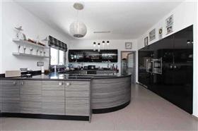 Image No.3-Villa / Détaché de 4 chambres à vendre à Kokkines