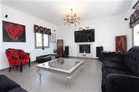 Image No.8-Villa / Détaché de 4 chambres à vendre à Kokkines