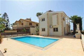 Image No.8-2 Bed Villa / Detached for sale