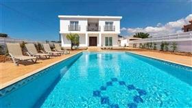 Image No.0-Villa / Détaché de 4 chambres à vendre à Kokkines