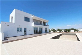Image No.0-5 Bed Villa / Detached for sale