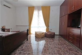 Image No.15-5 Bed Villa / Detached for sale