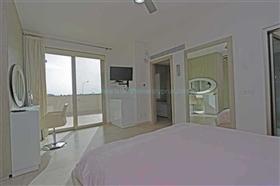 Image No.11-7 Bed Villa / Detached for sale