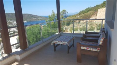 2nd floor terrasse 1