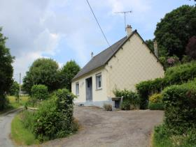 Rostrenen, Cottage