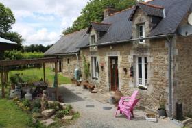 Glomel, Cottage