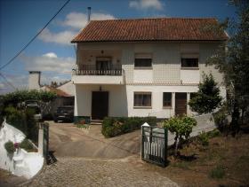 Image No.0-Maison de campagne de 5 chambres à vendre à Alvaiázere