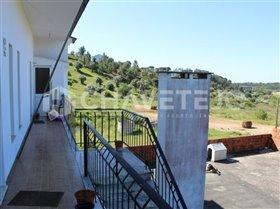 Image No.23-Commercial de 4 chambres à vendre à Carregueiros