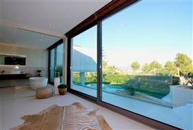 Image No.6-6 Bed Chalet for sale