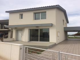 Trachoni, Villa