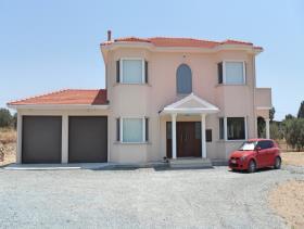 Pyrgos, Villa