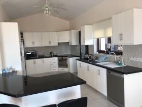 Image No.3-Maison / Villa de 4 chambres à vendre à Peyia