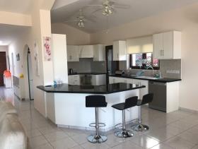 Image No.6-Maison / Villa de 4 chambres à vendre à Peyia