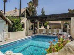 Image No.1-Villa / Détaché de 10 chambres à vendre à Goudhi