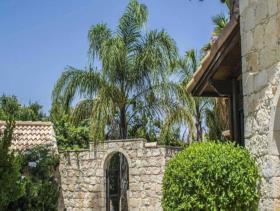 Image No.4-Villa / Détaché de 10 chambres à vendre à Goudhi