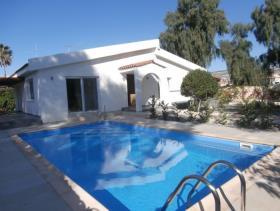 Image No.0-Maison / Villa de 4 chambres à vendre à Coral Bay