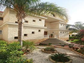 Image No.1-7 Bed Mansion for sale