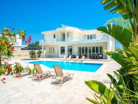 Image No.5-Villa / Détaché de 5 chambres à vendre à Famagusta