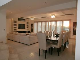 Image No.0-Villa / Détaché de 5 chambres à vendre à Famagusta