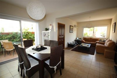 a-cozy-two-bedroom-villa-in-paphos-is-for-sale_full_7