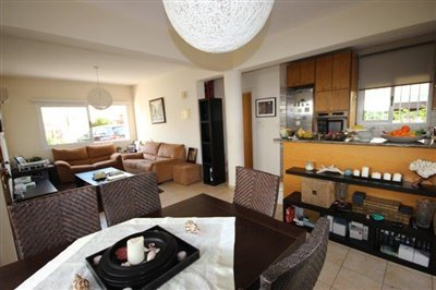a-cozy-two-bedroom-villa-in-paphos-is-for-sale_full_8