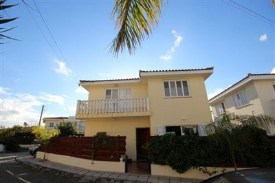 a-cozy-two-bedroom-villa-in-paphos-is-for-sale_full