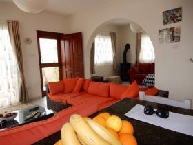 Image No.4-Maison / Villa de 3 chambres à vendre à Konia