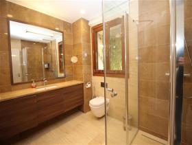 Image No.6-6 Bed Villa / Detached for sale