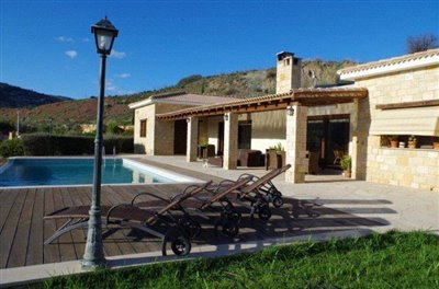 rocky-cliff-view-three-bedroom-bungalow-for-sale-in-episkopi_full