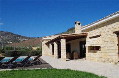 rocky-cliff-view-three-bedroom-bungalow-for-sale-in-episkopi_full_2