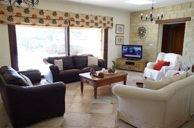rocky-cliff-view-three-bedroom-bungalow-for-sale-in-episkopi_full_8