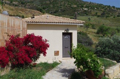 rocky-cliff-view-three-bedroom-bungalow-for-sale-in-episkopi_full_17
