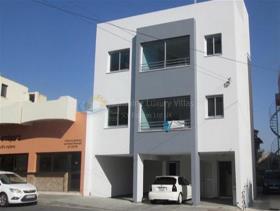Mesa Geitonia, Apartment