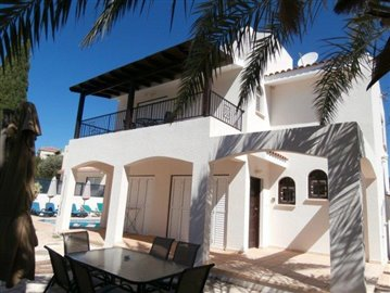 a-spacious-three-bedroom-villa-close-to-the-beach-in-coral-bay_full_2