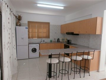 a-spacious-three-bedroom-villa-close-to-the-beach-in-coral-bay_full_4